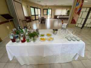 preparazione di un buffet per aperitivi
